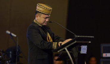 Ridho Ficardo meneteskan air mata saat samputan pelepasan purna tugas sebagai gubernur lampung periode 2014-2019. (ist)